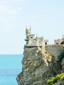 Swallow's Nest Castle tower, Crimea, Ukraine, with blue sky and sea on background — Stock Photo