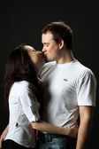 Young beautiful kissing couple — Stock Photo