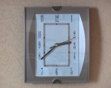 Brown wall clock in the apartment — Stock Video