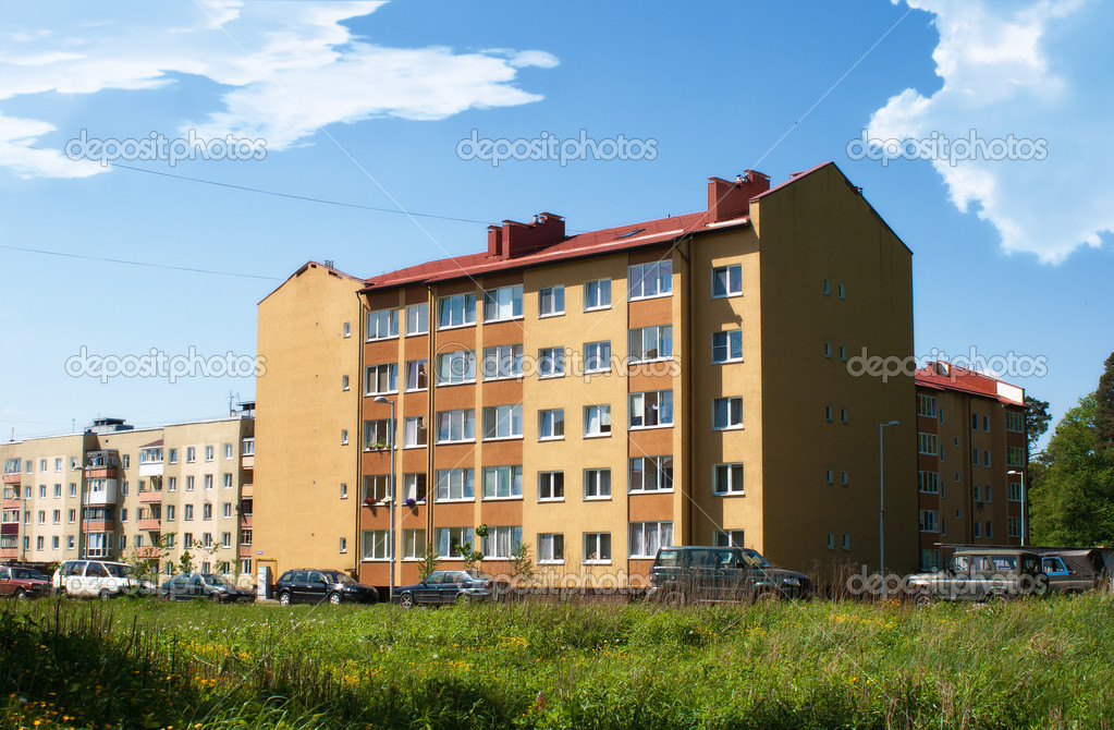 Flera våningar bostadshus u2014 Stockfotografi u00a9 Radnatt #26209731