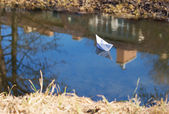 Paper boat floating in the creek — Foto de Stock