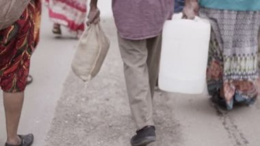 African villagers travel together to find water — Stock Video