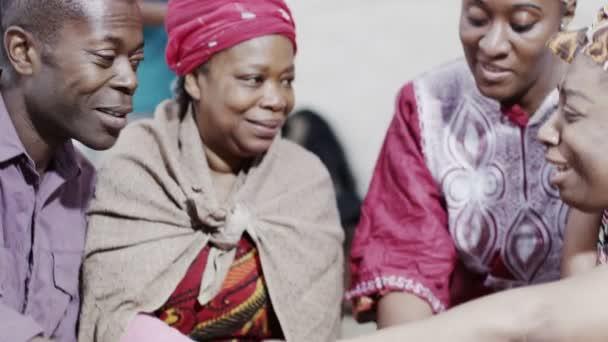 Amor, apoyo y unidad entre los miembros de la Comunidad Africana — Vídeo de stock