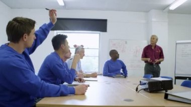 New recruits or on the job training for blue collar workers — Video Stock
