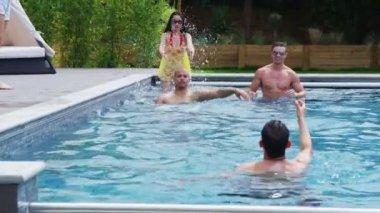 Friends enjoying pool party — Stock Video