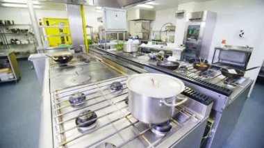 View around an empty commercial kitchen — Video Stock