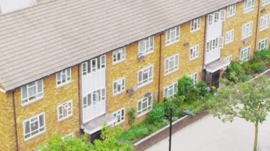 Residential area in suburb of London, — Stockvideo