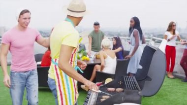Friends enjoying rooftop barbecue — Stock video