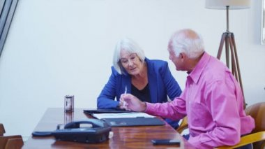 Senior couple in discussion signing contract — Stock Video