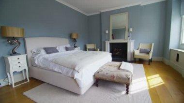 在一个时尚典雅的卧室 — 图库视频影像