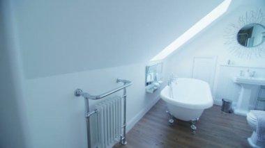 Elegant bathroom in beachside home — Stock Video