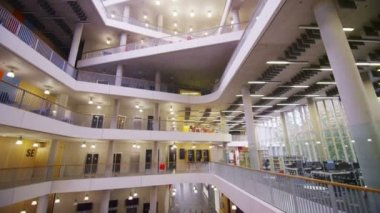 University building with central atrium — Стоковое видео
