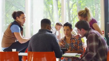Student group in college cafe area — Stock Video