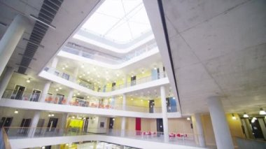 University building with central atrium — 图库视频影像