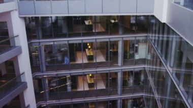 Interior view of modern office building with glass partitions and central atrium — Vídeo Stock