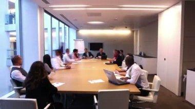 Upptagen arbetare arbetar tillsammans — Stockvideo