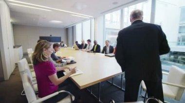 Zakelijke team in bestuurskamer vergadering — Stockvideo