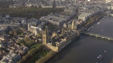 Aerial view of Big Ben and the Houses of Parliament in London — Stock Video