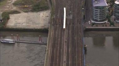 Passenger train crosses river Thames — Stockvideo