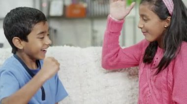 Brother and sister playing rock, paper, scissors at home — Stock Video