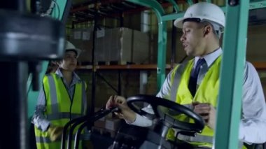 Female forklift truck driver arrives on shift — Stock Video