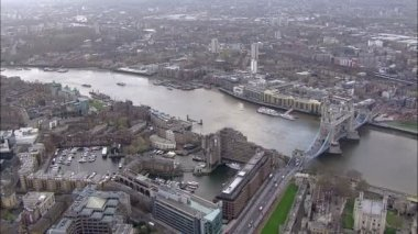 Panoramic aerial view above the city of London and the river thames — Стоковое видео