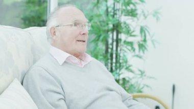 Senior couple receive letter — Stock Video