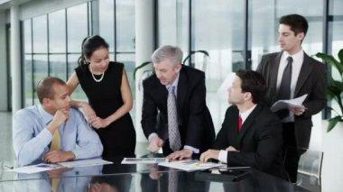 Zespół firmy trzymają spotkanie — Wideo stockowe