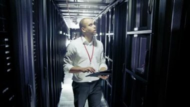 People working in data centre — Stock Video