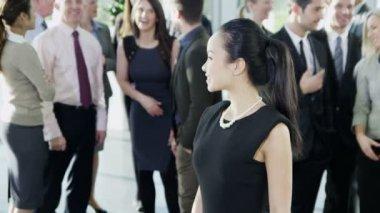 Asian businesswoman smiles — Stock Video