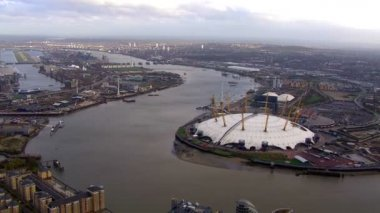 Isle of Dogs and river Thames — Stok video