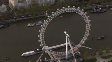 Aerial view of the London eye and the River Thames — Стоковое видео