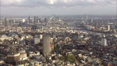 Panoramic aerial view above the city of London and the river Thames — Vídeo Stock