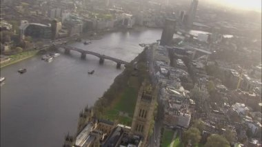 Panoramic aerial view above the city of London and the river Thames. — Stock video