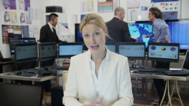 Beautiful businesswoman takes a conference call — Stock Video
