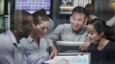 Team of female financial traders take break — Stock Video