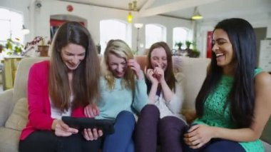 Happy casual young female friends listening to music on a computer tablet — Stock Video