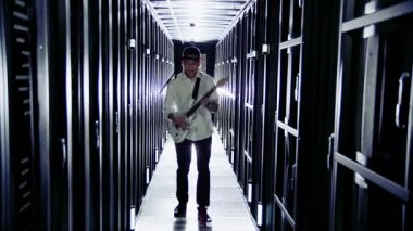 IT engineer rocking out in a data center — Stock Video