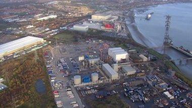 Vue aérienne sur un port animé de Londres — Vidéo