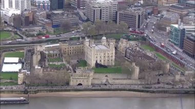 Aerial view of the infamous Tower of London beside the river Thames — Stock video