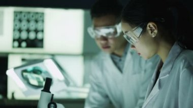Asian medical researchers working in laboratory — Stock Video