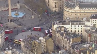 Aerial view of the famous Trafalgar Square in London — Stock Video