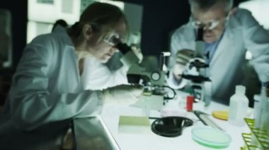 Male and female scientists working in laboratory — Stock Video