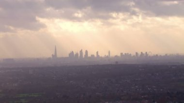London skyline on hazy autumn morning — Stock Video