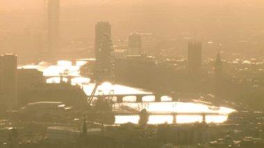 темза на туманном осенним утром. — Стоковое видео