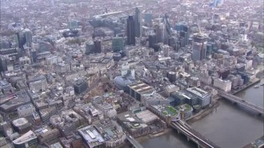 Panoramic aerial view above the city of London and the river thames — Vídeo de Stock