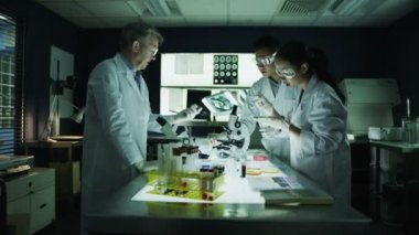 Researchers working in laboratory facility — Stock Video