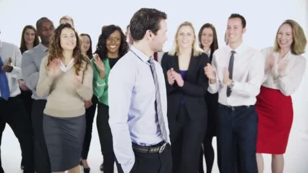 Grupo de personas felices y diversos negocios — Vídeo de stock