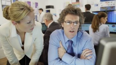 Financial traders are working in office — Stock Video