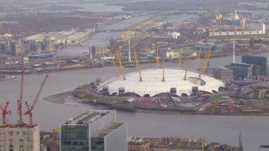 River Thames and O2 Arena — Stockvideo